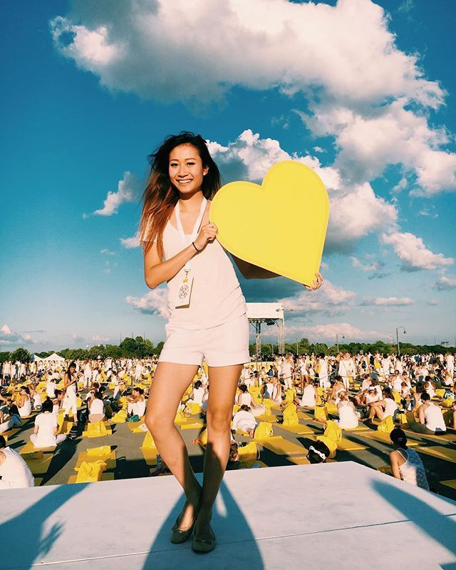 One love 😬☀️ Didn't realize how calming doing yoga would be!  This was incredible... About over 7000 Attendees! Thank you @oikos_canada for inviting me to this event !! ☀️ #escapemoment #momentdevasion #lolewhitetourevent #montreal #yoga