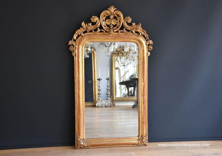 Grote antieke Franse spiegel met een kuif (H:143xB:85cm) www.kroonluchtergalerie.com