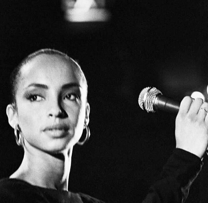 Classic beauty Sade - timeless elegance