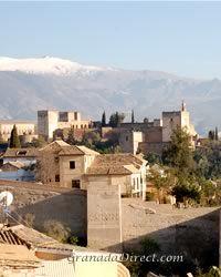 vista de la alhambra y montañas desde mirador de san nicolas