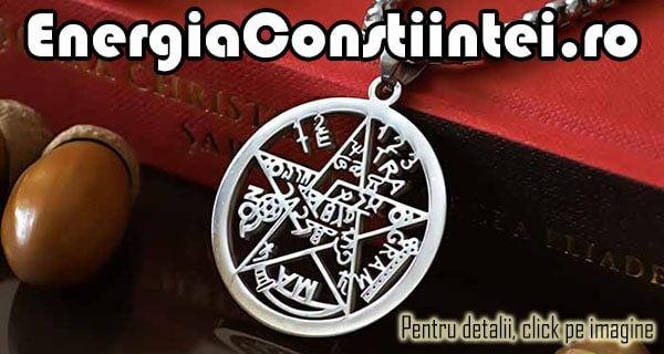 """""""Pandantiv Pentagrama, Amuletă, Talisman, Medalion, Pentaclu, Tetragrammaton, Simbol Sacru, Sigiliul lui Solomon – cod PND042 Condiție: Nou Model: Unisex Metal: INOX 316L Culoare: Argintiu Greutatea: 7g Înălțime: 45mm Lățime: 33mm"""""""