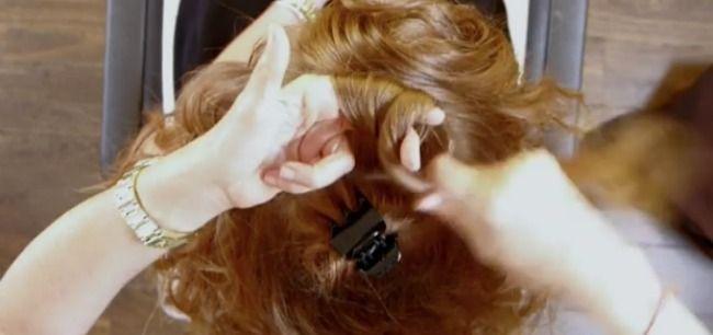 Te-ai saturat sa-ti arzi parul folosind ondulatoare, perii rotative, bigudiuri incalzite sau placa? Parul trebuie sa straluceasca de sanatate. In sfarsit, am gasit solutia pentru ca tu sa-ti porti mandra parul in toata splendoarea lui.