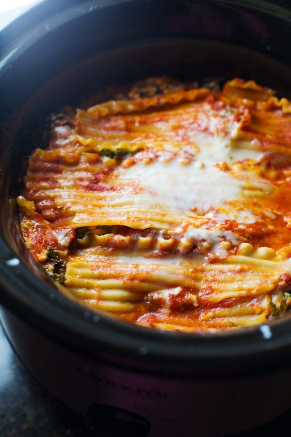 Super Easy Skinny Veggie Crockpot Lasagna - a handful of simple ingredients for a healthy family dinner. | http://pinchofyum.com