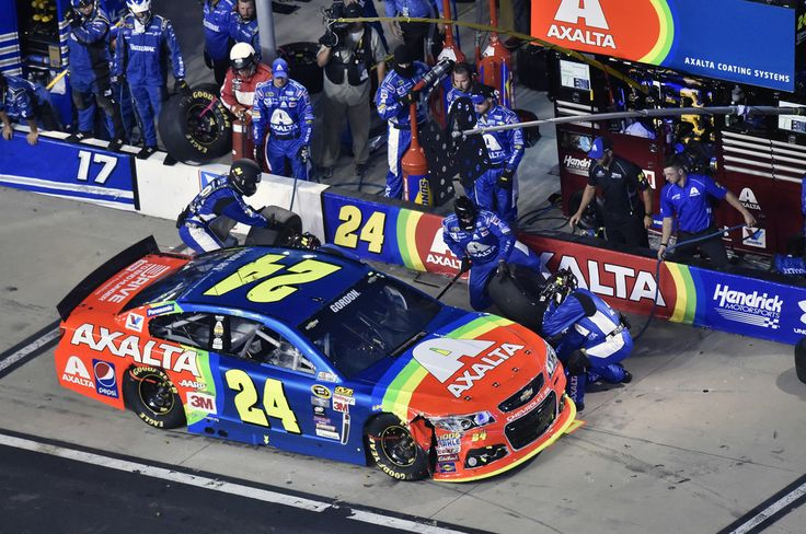 Pitting at Bristol Raceway: Gordon #24 | Hendrick Motorsports