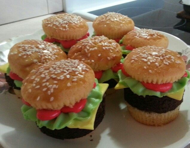 Hamburger cupcakes! These are so cute! And easier than they look!