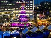 Weihnachtsmarkt am Alexanderplatz. Auf dem Weihnachtsmarkt am Alexanderplatz direkt vor der Galeria Kaufhof warten jedes Jahr über 100 Hütten und Attraktionen auf die Besucher.