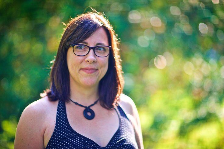 Pour faciliter la transition entre la garderie et l'école, Solène Bourque a lancé le recueil d'allégories Petit Loup   entre à l'école , en 2012. Trois...