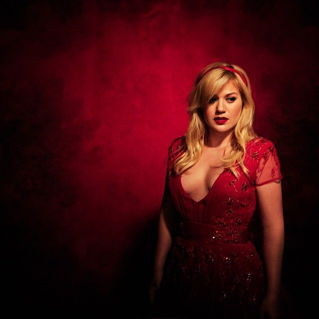 Kelly Clarkson signs on as 'The Voice' Season 14 coach spurning 'American Idol' revival's interest Kelly Clarkson may have won the inaugural season of American Idol but her loyalty now apparently lies with a rival reality singing competition The Voice. #TheVoice #Voice