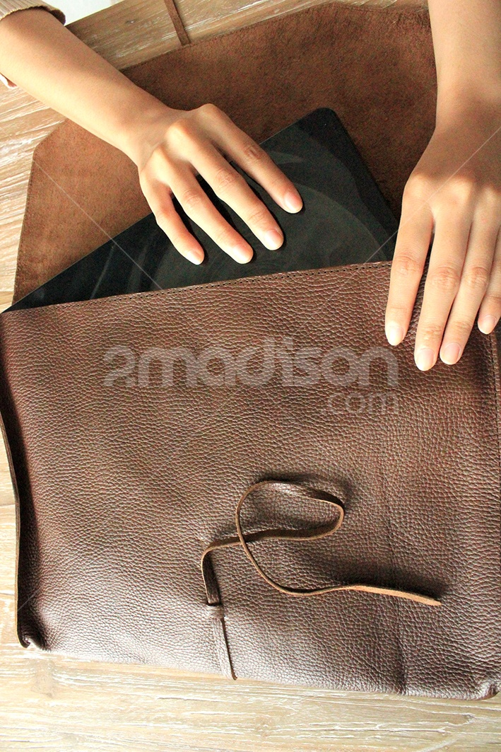 2Madison.com | Soft Skin Leather Envelope Purse With Many Function |