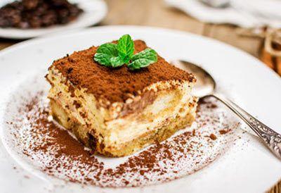 Denne Italienske dessert vokser i popularitet år for år. Herhjemme laver vi Tiramisu flere gange om året og både familien og gæsterne elsker den.