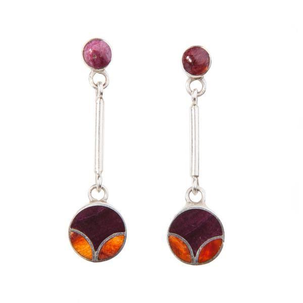 Pendientes Tulipán Naranja. Pendientes largos de plata con incrustaciones de spondylus púrpura y morado. www.ccusi.com