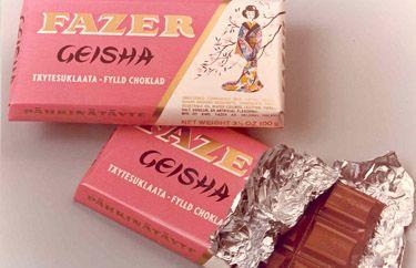 Fazer Geisha vanhanajan käärepapereissa.