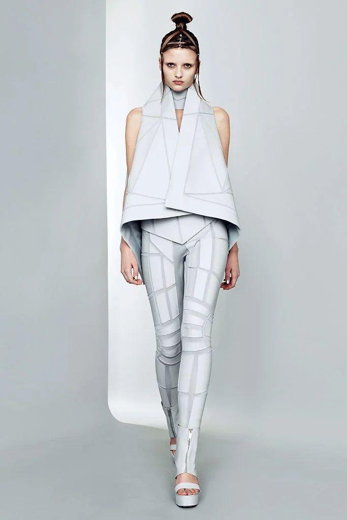 Future Fashion, Gareth Pugh, Futuristic Fashion, Geometric, fashion show… Fashion Mode, Fashion Week, Look Fashion, Fashion Art, Runway Fashion, Fashion Show, Womens Fashion, Fashion Design, Fashion Trends