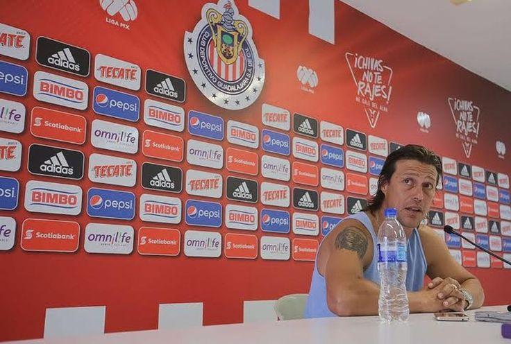 ME LLEVÉ UNA SENSACIÓN EXTRAÑA DEL DRAFT: ALMEYDA El director técnico de Chivas admite que un sentimiento lo traicionó al ver las ventas de jugadores. Considera que podría implementarse otro tipo de negocio en el futbol mexicano. El ''Pelado'' Almeyda considera que los jugadores no deben venderse ''como animales''.