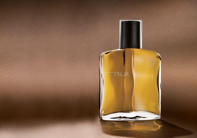 produto Para mobile - Compre Online Deo Parfum Essencial Masculino - 100ml. Parcele sua compra em até 6x sem juros* e receba em casa.