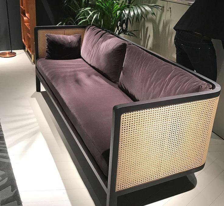 Samt Ist Angesagt: Hier Als Bezugsstoff Auf Einem Sofa Der Französischen  Firma Red.