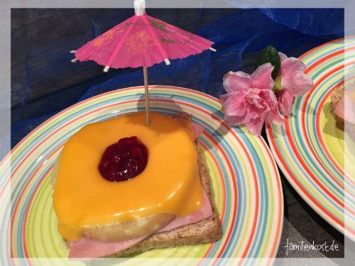 Toast Hawai ist der Klassiker, wenn es um das Überbacken von Toast geht. Mit einer Scheibe Kochschinken, Ananas und Käse überbacken ist er ein schnelles Essen für die ganze Familie, das besonders die Kinder lieben. Hier geht es zur Anleitung: http://www.familienkost.de/rezept_toast_hawai.html