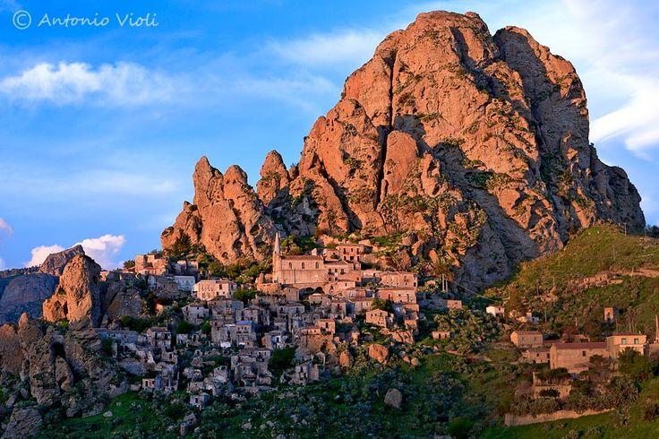 Ghost town of Pentedattilo, Calabria, Italia
