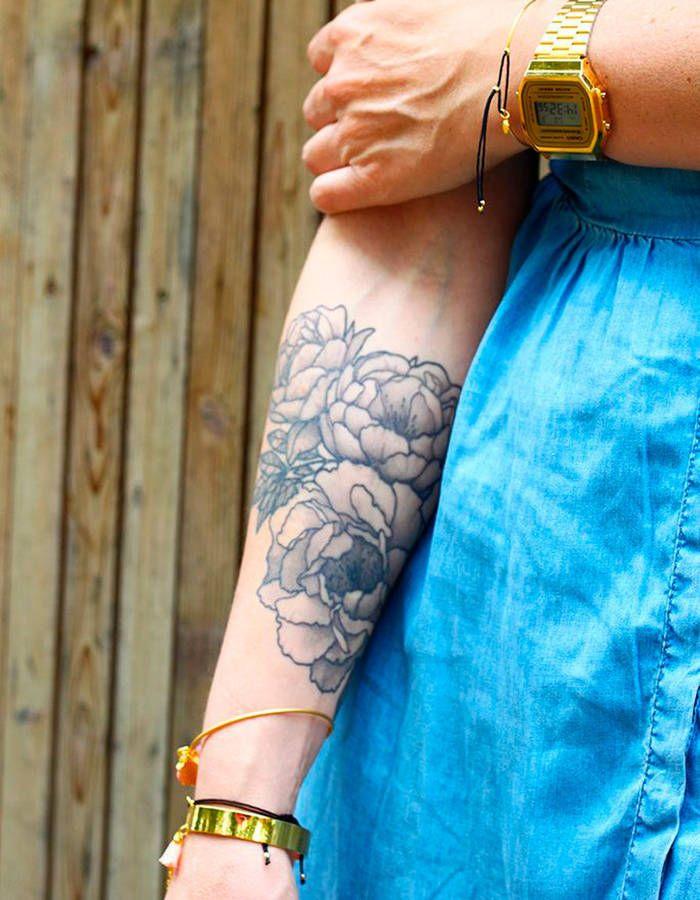 Les 25 meilleures id es de la cat gorie tatouage pivoines - Tatouage trait bras ...