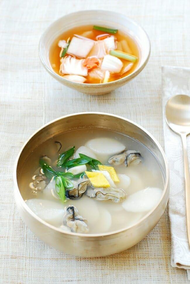 Gul Tteokguk Oyster Rice Cake Soup Korean Bapsang Recipe Rice Cake Soup Recipes Asian Cooking
