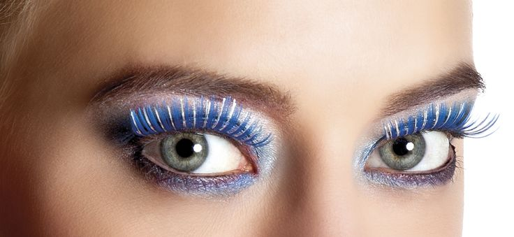 Pestañas postizas azules y plateadas: Atrévete a darte un toque de fantasía con este magnífico par de pestañas postizas azules y plateadas.Podrás realzar tus ojos y atraerás todas las miradas... Mascara, Make Up, Colorful Makeup, Fake Lashes, Costumes, Eyes, Blue Nails, Faces, Accessories