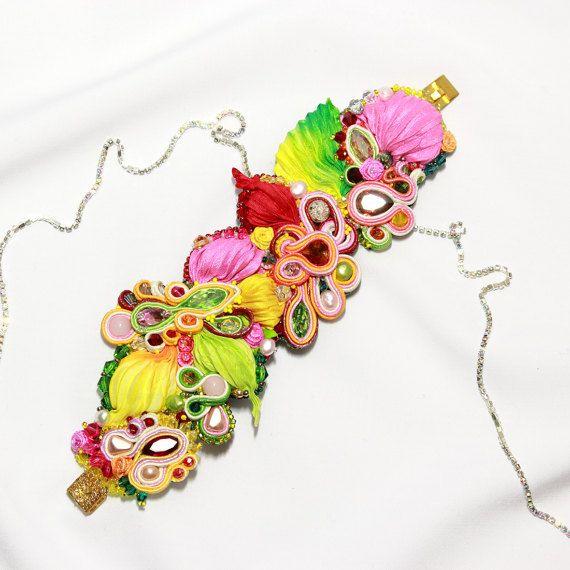 Breite Multicolor Perlen Armband mit Perlen, Swarovski Elements und Shibori-Seide. Shibori & Soutache Schmuck. Handgefertigte bunte Armband