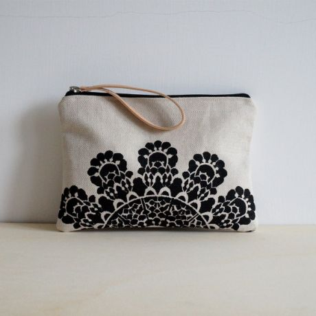 Clutch with lace design | ITALY Magazine
