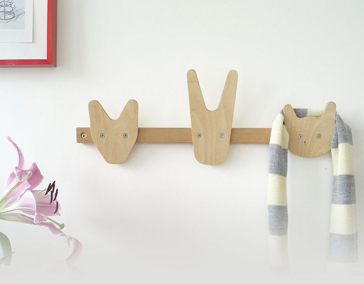 These are great.  Animal coat hooksCoats Hooks, Bedrooms Hooks, Animal Hooks, Coats Racks, For Kids, Kids Room, Coats Hangers, Bra Uppgift, Animal Coats