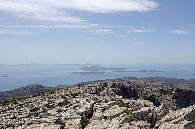 Naxos Grece Monter Au Sommet Des Cyclades Le Mont Zeus A 1001 M D Altitude Et Avoir Une Vue A 360 Degres Sur Les Cyclad Natural Landmarks Travel Instagram