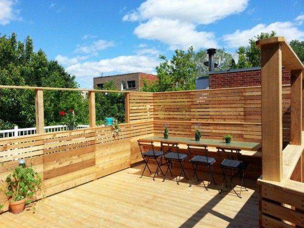 Share it now!Share it now!Une terrasse sur le toit en cèdre rouge avec des écrans d'intimités horizontaux.