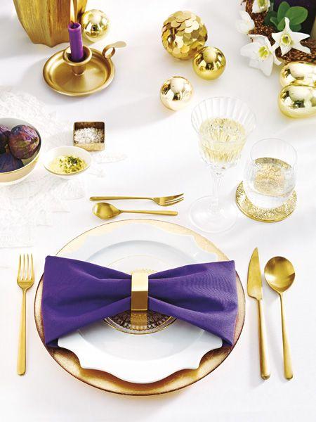 Strahlendes Weiß, schimmerndes Edelmetall und dazu ein Hauch von dramatischem Violett: Wann, wenn nicht an Heiligabend, darf man mit der