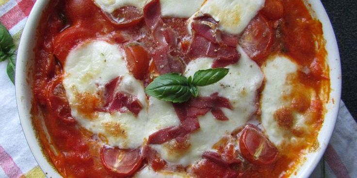 Gratin de gnocchi au jambon serrano, mozzarella et basilic