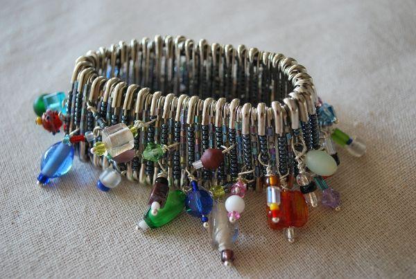 Beaded Safety Pin Bracelet: free tutorial