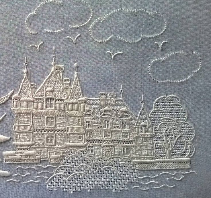 Posted on 11Dec2016 - Embroidery artist Sylvie Lezziero created this lovely whitework embroidered piece. She used a number of techniques - appliqué, pulled thread and satin stitch. She also used cutwork on the floral pieces and then incorporated separate pieces of lace to back the cutwork. Check out more at http://lsbroderie.canalblog.com/…/111240870-wp_20160517_010…