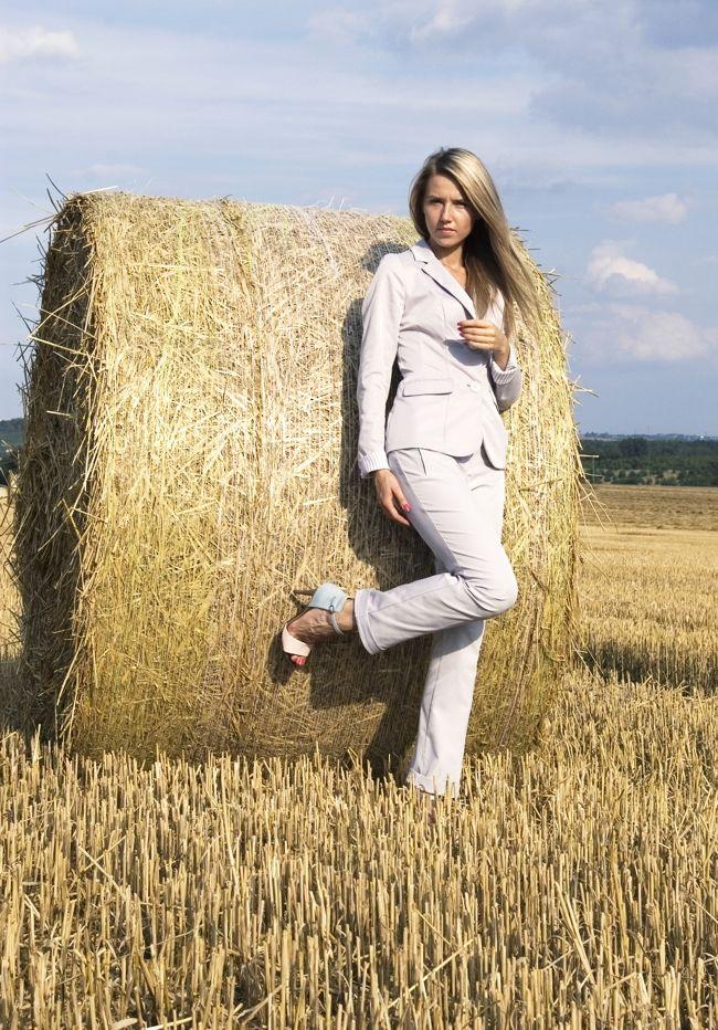 #buty, #sandałki, #obcasy, #nude, #elikshoe, #kolekcjonerka butów, #ćwieki, #heels  #shoes, #sandals, #suit, #garnitur, #blondynka, #strappy, #ankle strap