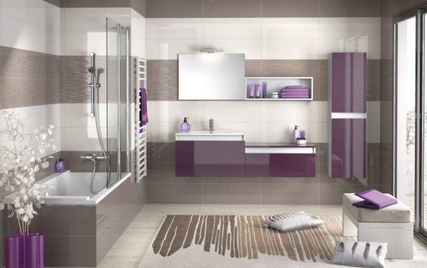 Salle de bain violette et taupe
