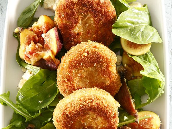 Snoek fishcakes with fig salad. Winning recipe by Madelaine Hattingh of Brackenfell (Huisgenoot, 17 October 2013).
