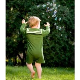 Gewinnen Sie einen Spielanzug nach Wahl von kikadu. Ein perfektes Geschenk für Kleinkinder: Er bietet viel Bewegungsfreiheit und trotzdem verrutscht nichts! Die schicken Kragen rahmen das Gesicht des Kindes perfekt ein und die kräftigen Farben heben sich    Sponsor: kikadu  Wert: von € 39,95