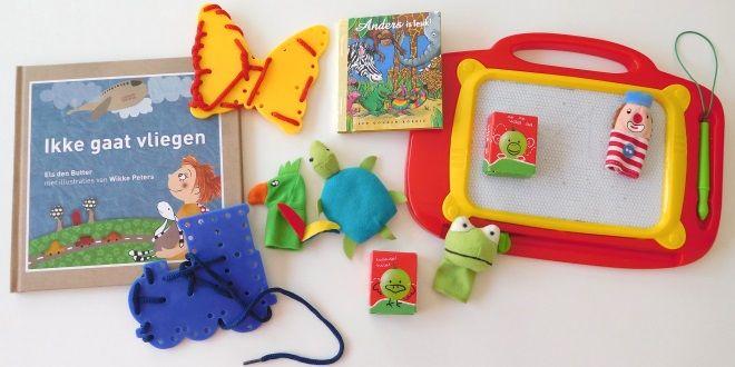 Elke ouder die met een dreumes of peuter gaat vliegen vraagt het zich af: hoe kan ik mijn kind urenlang bezighouden? Wij geven je onze speelgoedtips.