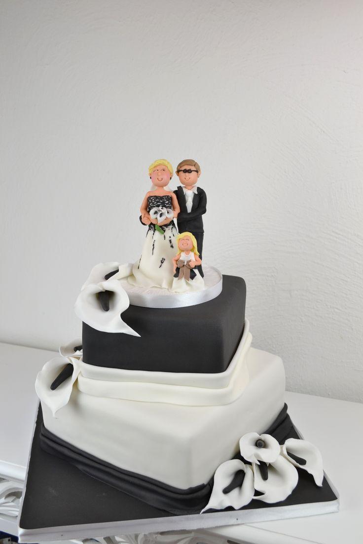 Hochzeitstorte Quadratisch Schwarz/Weiss mit Brautpaar aus Zucker