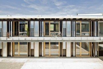 Los estudios H Arquitectes y dataAE son los autores de la nueva residencia para los alumnos de la Escola Tècnica Superior d'Arquitectura del Vallès (Barcelona), un edificio de 57 viviendas situado en la misma manzana que la escuela que destaca por una construcción industrializada y un sistema de eficiencia energética y racionalización que lo convierten [...]