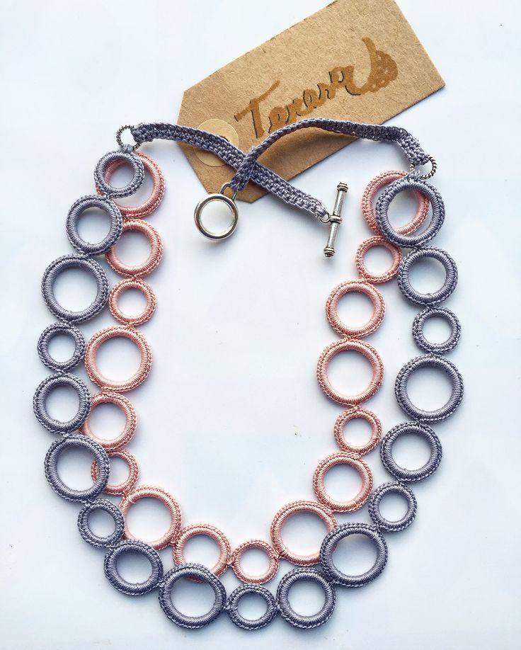 #collana all' #uncinetto in puro #cotone con #anellini ricoperti. Color Grc. e Roa.