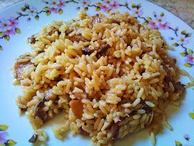 Υλικά:   2 φλ. τσαγιού ρύζι της αρεσκείας σας(εγω χρησιμοποιώ κίτρινο)  500γρ περίπου μανιτάρια τεμαχισμένα  1 κρεμμύδι ξερό τριμμένο  2...