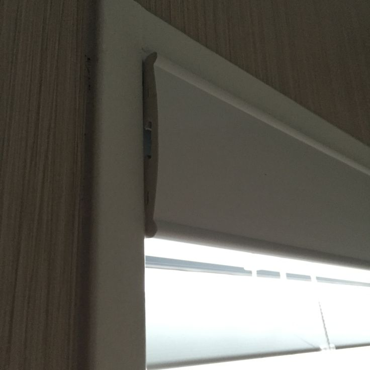 If these blinds had been set back in the frames another 10-15mm this lady wouldn't have to look at the ugly ends of the fascias! At Blinds Online Ltd we specialise in the big and the little things that make the difference – get your blinds at blindsonline.net.nz