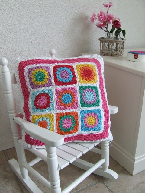 Petite Fee: My first Granny Square Cushion