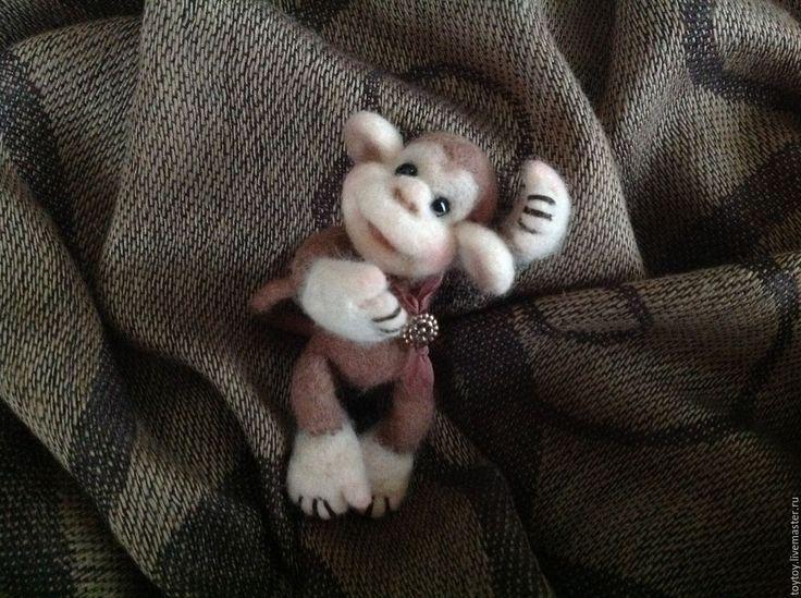Купить Обезьянка Рики - валяная игрушка-брошка - игрушка, игрушка ручной работы, игрушка из шерсти