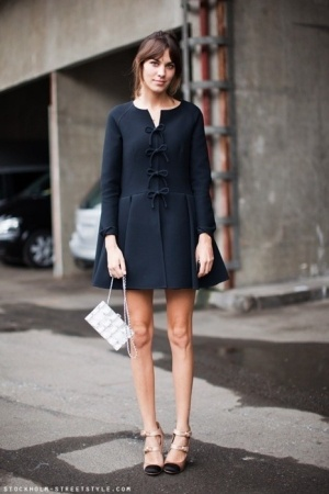 Cute coat!: Shoes, Minis Dresses, Fashion Styles, Street Styles, Bows, Alexachung, The Dresses, Alexa Chung, Coats