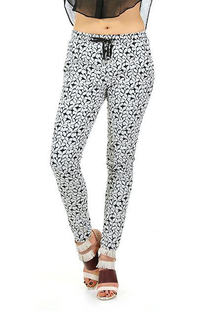 Le's - Pantaloni - Abbigliamento - Pantaloni in viscosa con stampa floreale, elastico in vita e coulisse regolabile. tasche laterali ed a filetto sul retro.La nostra modella indossa la taglia /EU 38. - 05 - € 118.00