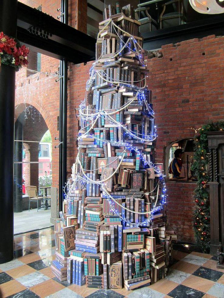 Un árbol de navidad de libros en Taichung, Taiwan.