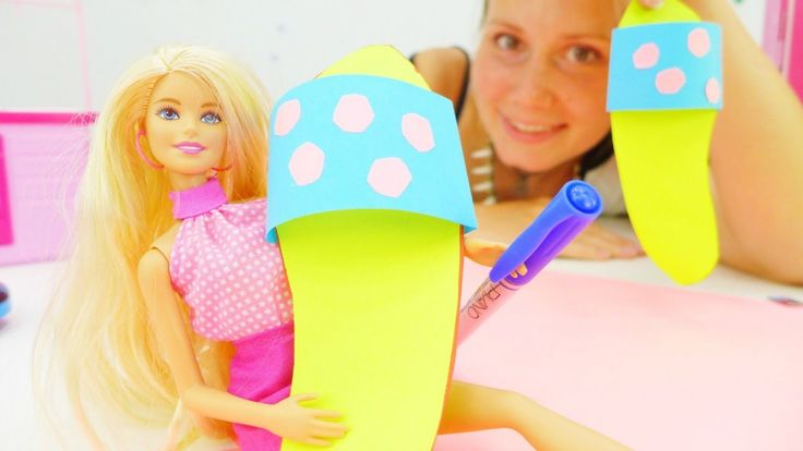Видео для девочек. Кукла Барби и МОДНЫЕ шлепки из бумаги. Видео одевалки...